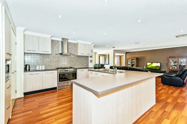 14 Eric Court, Kilmore Kitchen