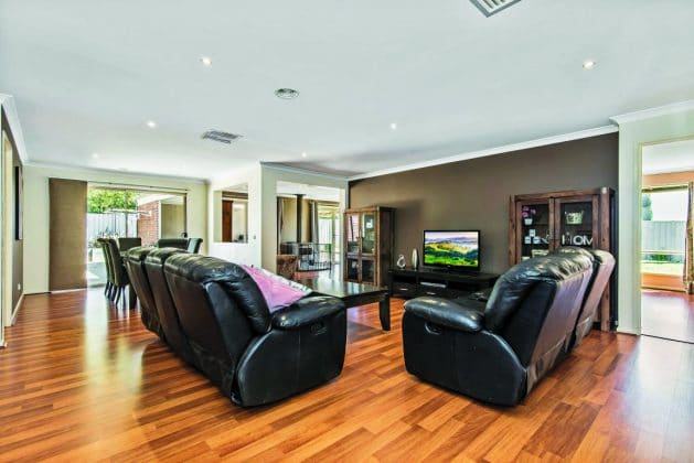 14 Eric Court, Kilmore Lounge Room